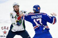 На 6-й минуте матча подрались Евгений Орлов и Илья Ковальчук.