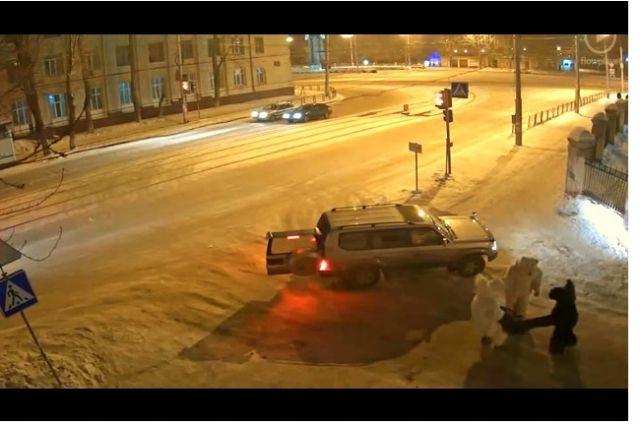 На канале «Автобус Кузьмича» появилось видео похищения человека.