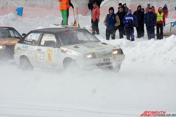 Клубы снега, развороты, техничные обгоны, красивая контактная борьба, - всё это можно было увидеть на гонках.