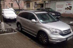 Неизвестные угнали машину марки Honda CRV