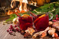 Во время зимних прогулок вместо алкоголя лучше согреваться сбитнем и пряным горячим чаем.