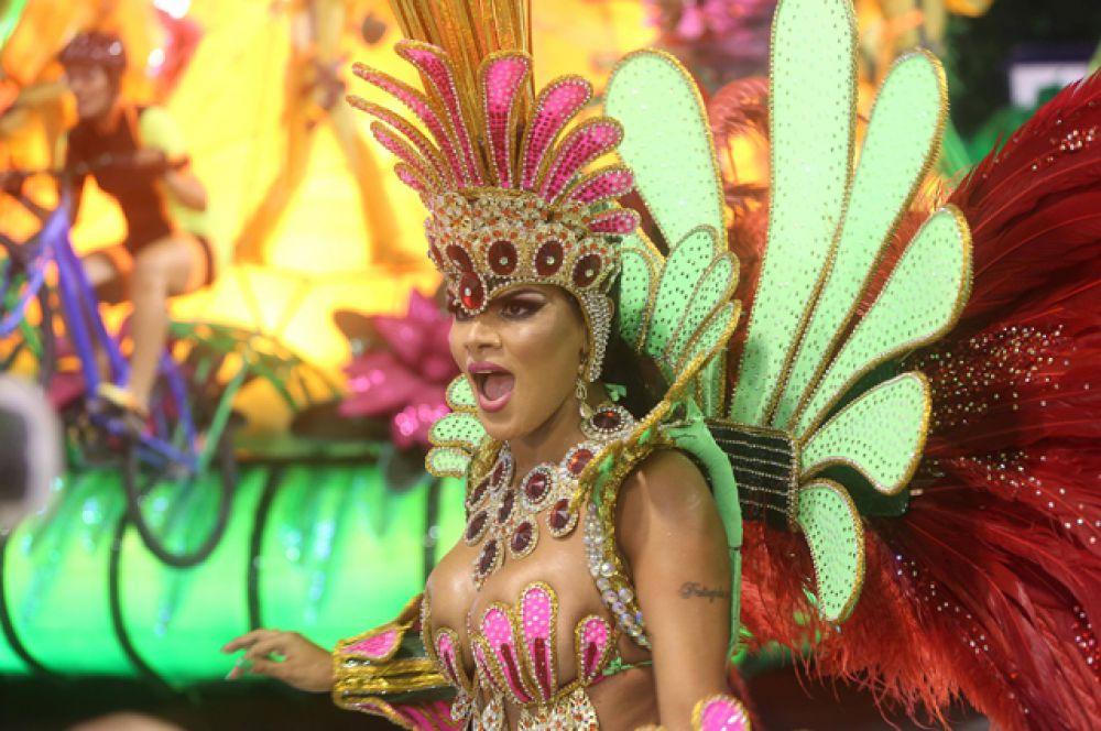 Подготовка к карнавалу на следующий год начинается сразу после парада.