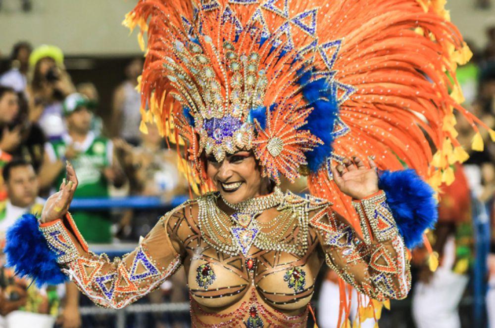 Участники соревнований делятся на лиги, высшей из которых является Специальная лига, представители которой и борются за звание победителя парада.