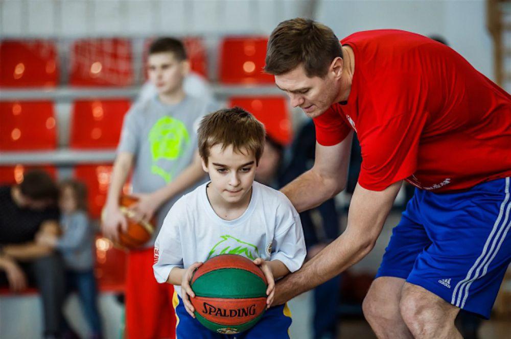 Занятие посвятили азам баскетбола.