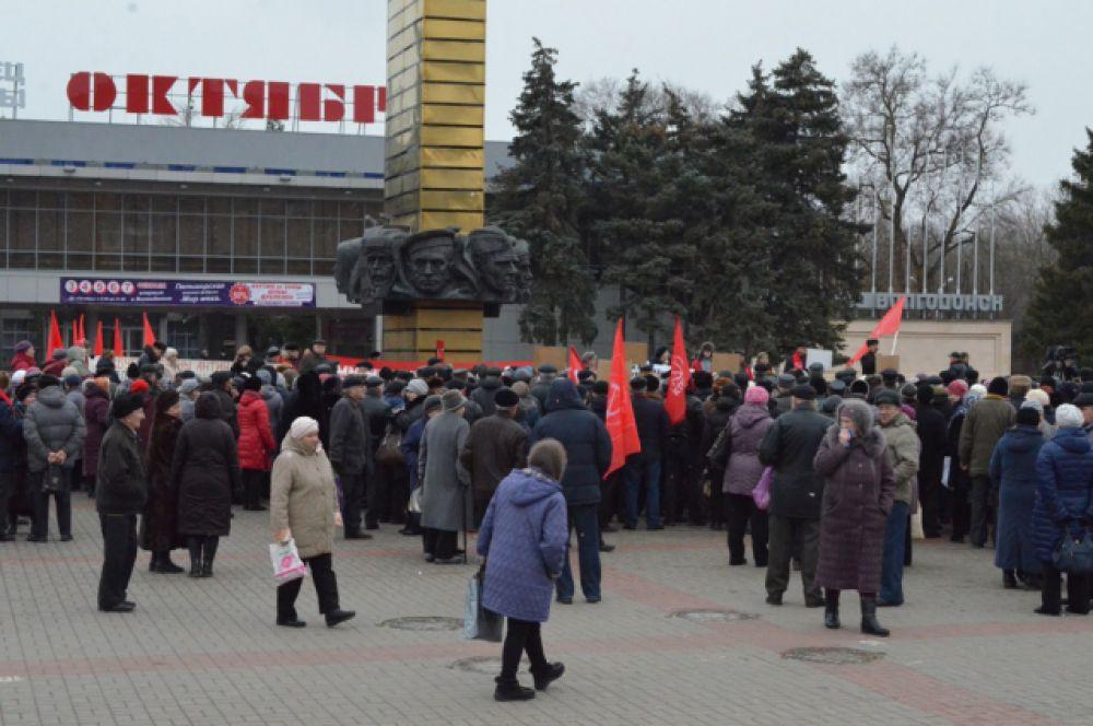 «Люди готовы объединяться и бороться за свои права», -  говорит лидер волгодонских коммунистов Алексей Мисан.