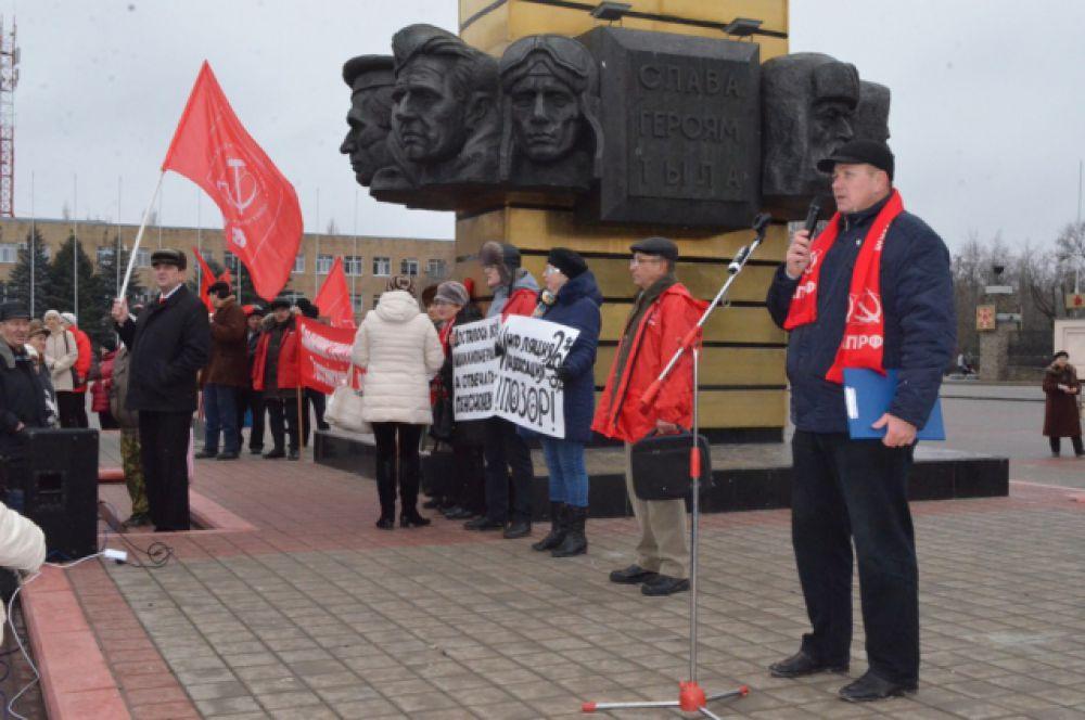 6 февраля волгодонские коммунисты вышли на митинг протеста: они недовольны введением монетизации льгот на проезд в общественном транспорте для ветеранов труда.