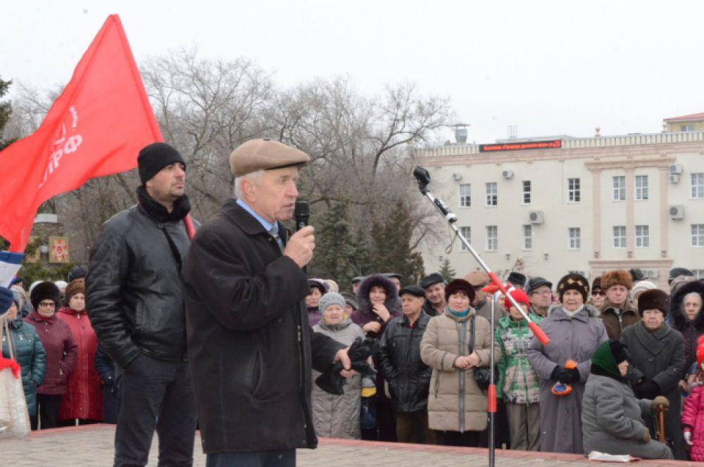 В защиту ветеранов труда взял слово Владимир Мельников – председатель Совета ветеранов города.