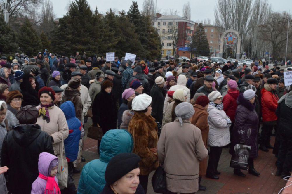 Несмотря на это, коммунисты не стали отменять акцию, а добавили к протесту против монетизации другие требования.