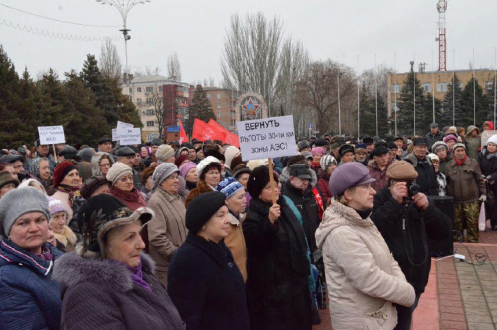 Вместо заявленных 400 человек на площадь Победы Волгодонска вышли почти 1500 жителей.