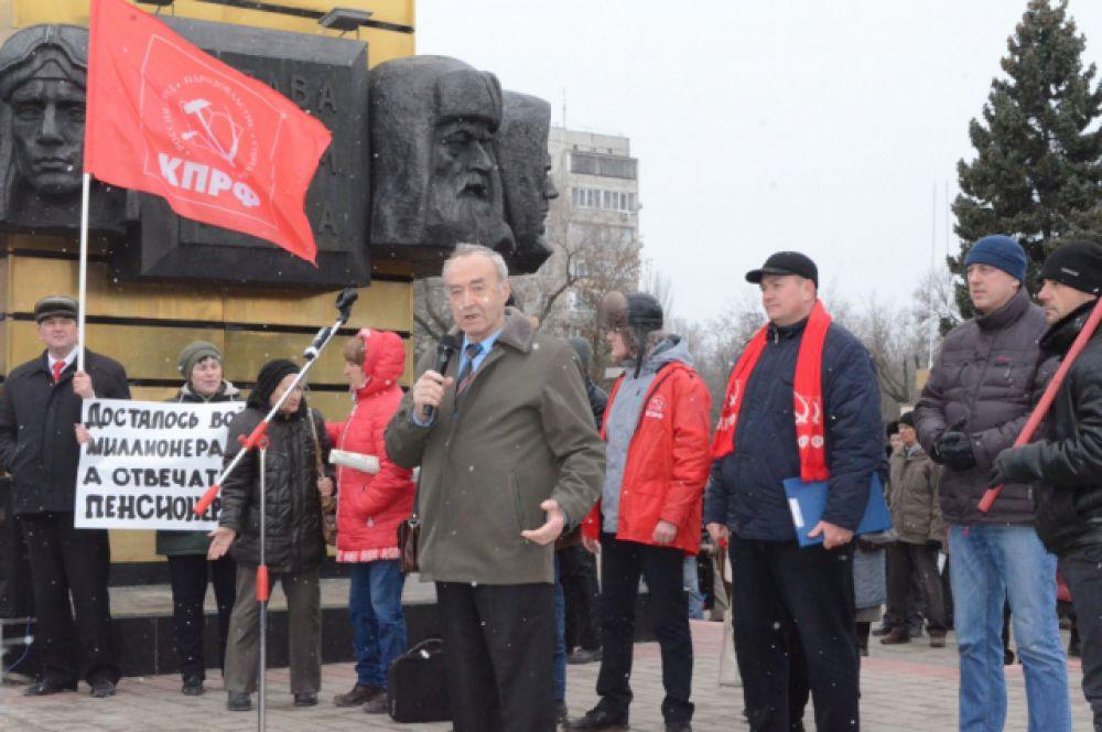 Вызвавший повсеместную критику закон предполагал вместо бесплатных льгот выдавать ветеранам фиксированную сумму в рублях.