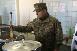 Военные жалуются, что им не хватает еды