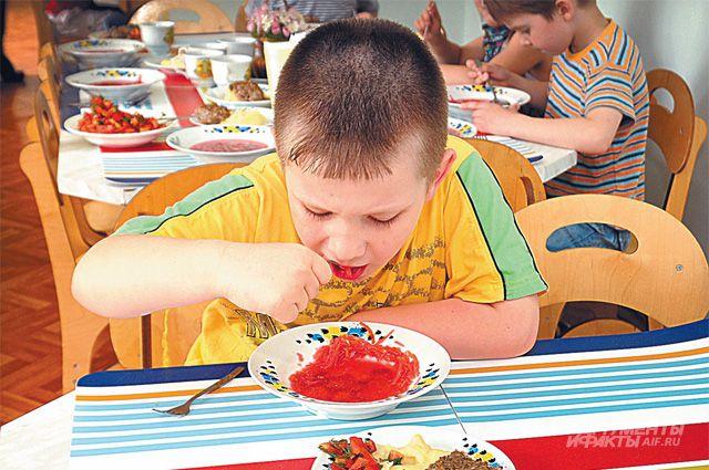 Диетологи подсчитали: обед - это 30-35% всей еды, полдник - 5-10%, ужин - 25%, остальное приходится на 1-й и 2-й завтраки.