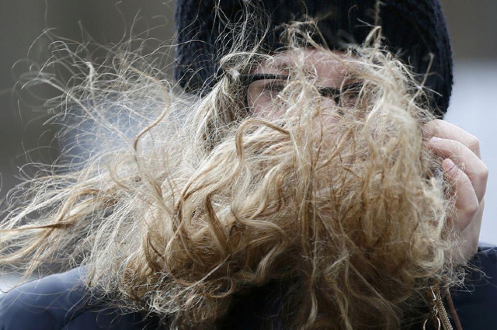 Девушка на улицах Лондона.