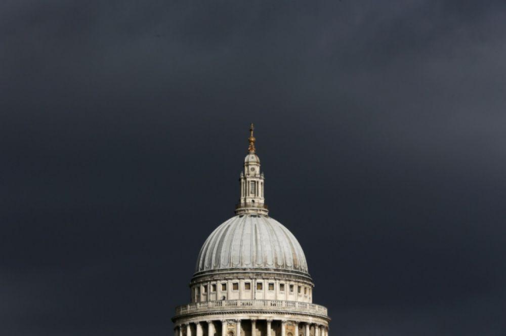 Купол собора Святого Павла в Лондоне.