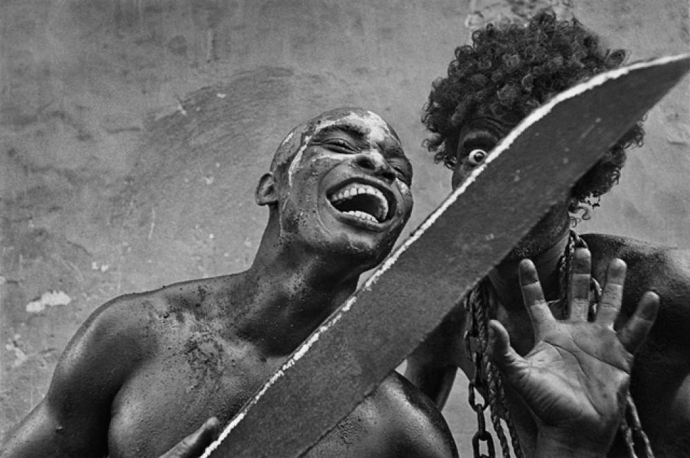 Кристина Гарсиа Родеро. В цепях (Жакмель, Гаити). 2002. © Cristina García Rodero / Magnum Photo