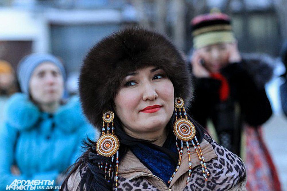 На ёхор участники стараются надевать национальные костюмы и украшения.