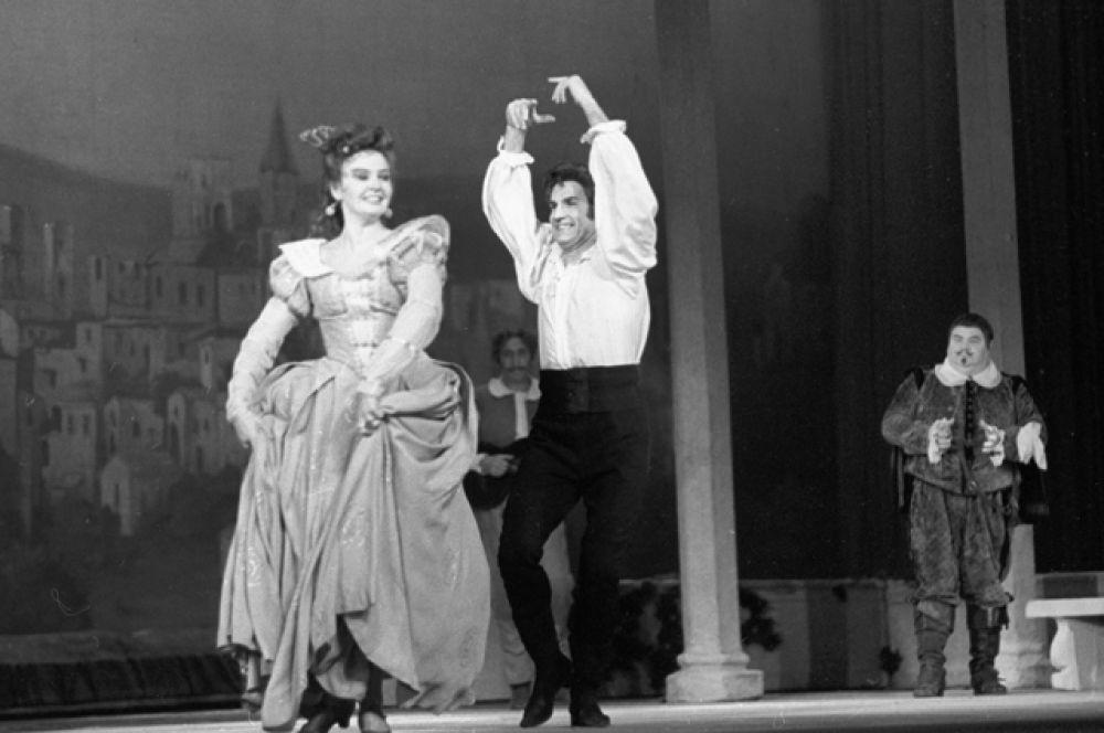 С Валентиной Савельевой в спектакле по пьесе Лопе де Вега «Учитель танцев», 1970 год.