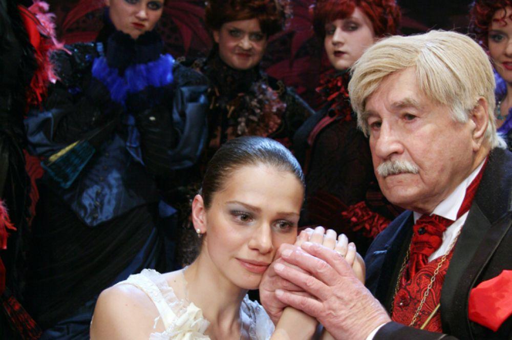 С актрисой Марией Орловой в сцене из спектакля «Дядюшкин сон», 2007 год.