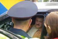Сев за руль внедорожника в нетрезвом состоянии, Валерий Будаев врезался в ларёк в людьми.