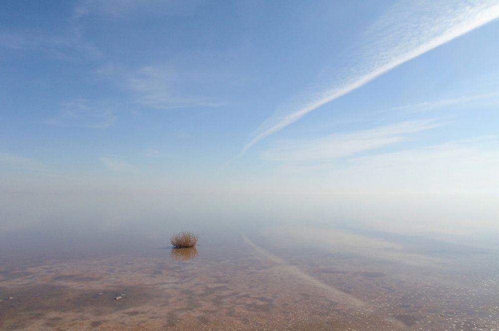 Урмия — бессточное солёное озеро, расположенное на Армянском нагорье на северо-западе Ирана. Крупнейшее озеро Ближнего и Среднего Востока.
