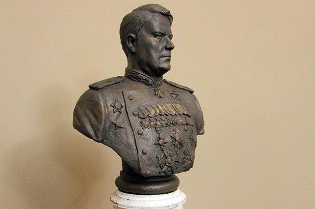 Возможно, кроме бюста маршала Василевского будет ещё и полноценный памятник.