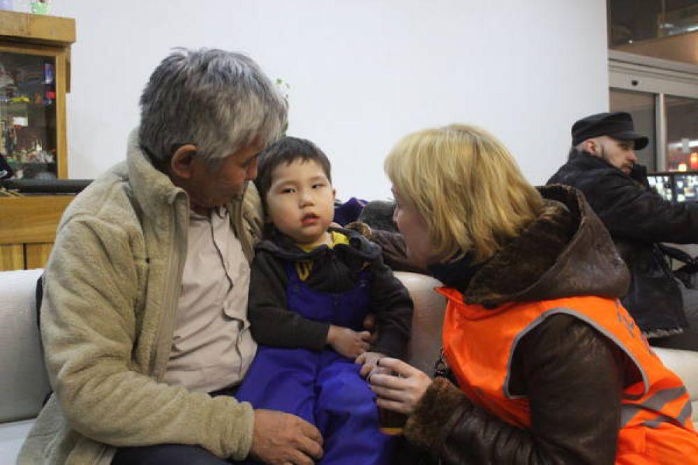 """Более 100 из них остались на ночь в гостинице """"Татарстан"""", им было предоставлены горячее питание и помощь психолога."""