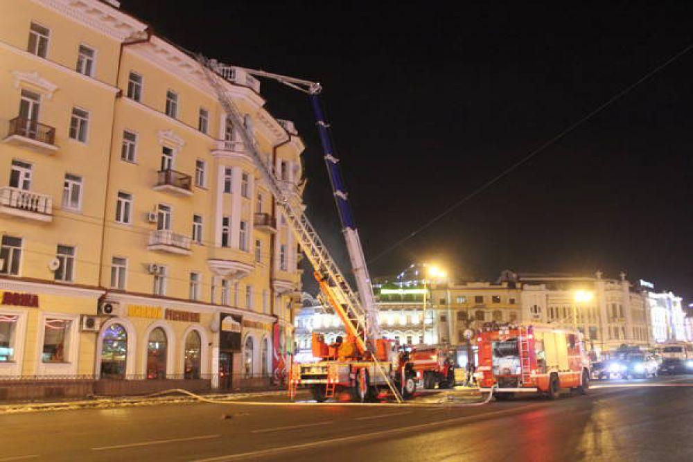 Пожарные тушили пожар, которому присвоили третий номер опасности, больше 3 часов.