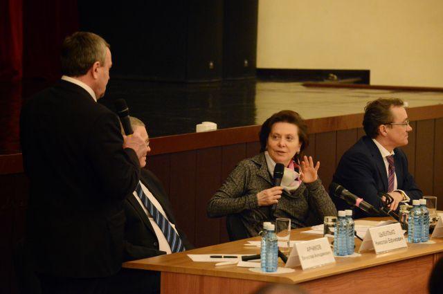 Наталья Комарова во время встречи с жителями Нефтеюганска 19 марта.