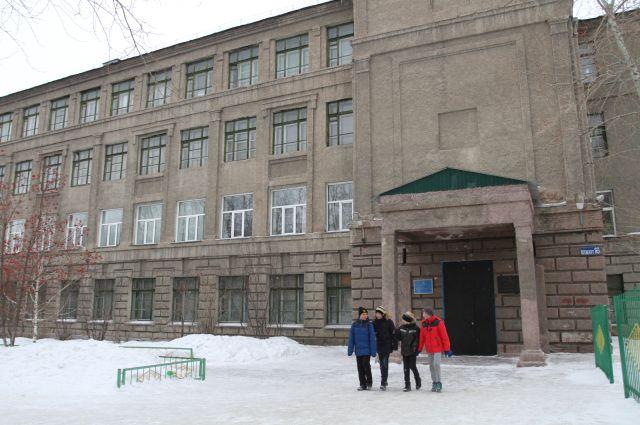 Потолки в здании школы могут обвалиться в любой момент.