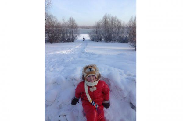 Участник №2.Аврора Воеводина, 7 лет. Очень любит кататься на коньках.