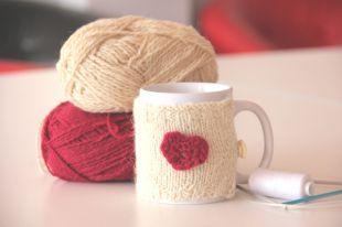 Милый чехол сохранит тепло напитка и будет напоминать о приятном.