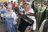На наш Бажовский фес-тиваль съезжаются мастера и  ремесленники со всей страны.