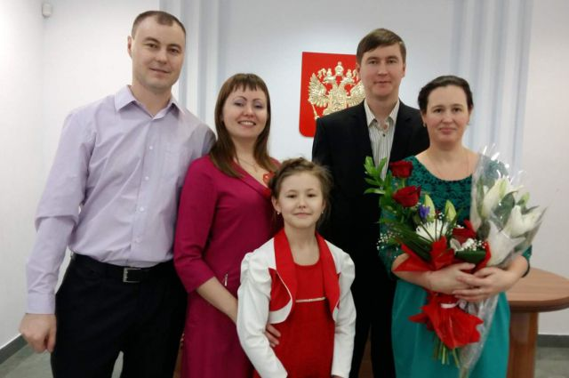 За несколько часов до пожара Рамис Гареев (справа) женился. А брат Рамиль (слева) с семьей его поздравлял.
