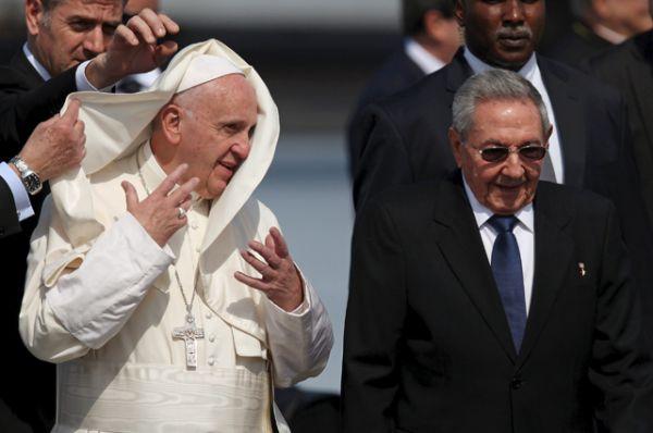 Папа Римский в аэропорту города Гаваны.