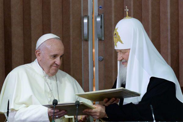 Патриарх Московский и всея Руси Кирилл и папа Римский Франциск во время подписания совместной декларации по итогам встречи в Гаване.