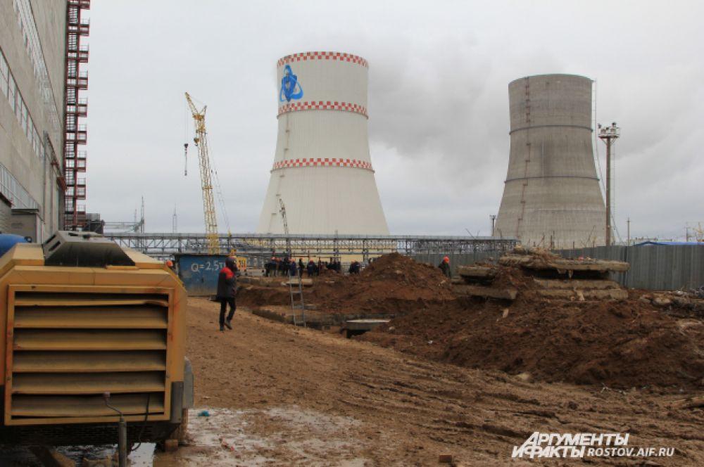 Градирня третьего энергоблока работает, охладительная башня четвертого энергоблока практически готова к эксплуатации.