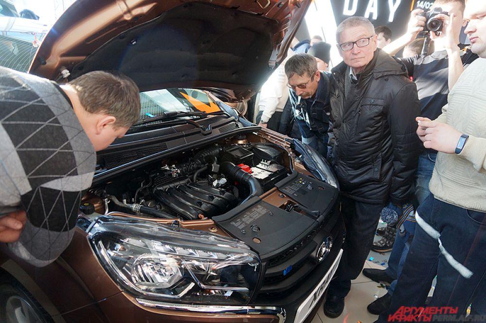 Lada XRAY представляет собой высокий хэтчбек — «паркетник». Автомобиль создан в рамках сотрудничества с альянсом «Рено-Ниссан».