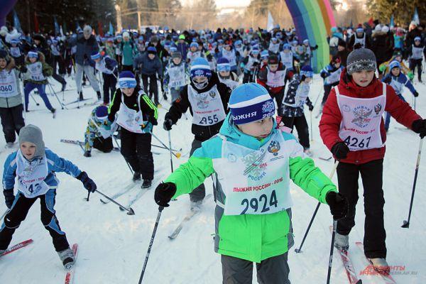 Самые юные мальчишки и девчонки, будущие спортсмены, храбро преодолели олимпийскую версту.
