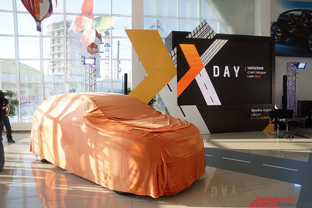 В России в День всех влюблённых, 14 февраля, стартовали продажи нового городского кроссовера Lada XRAY.