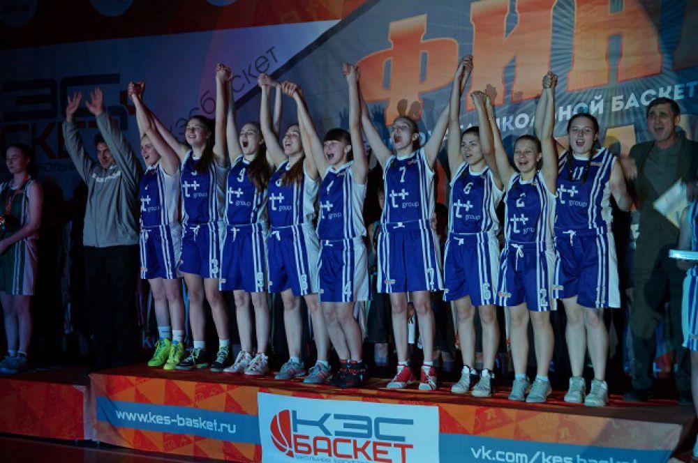 Команда Кузнецка на высшей ступени пьедестала почета.