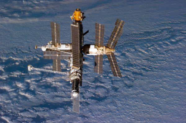 За время нахождения станции «Мир» на орбите на ней работали 28 долговременных экспедиций, а также 15 экспедиций посещения, из них 14 — международных, с участием космонавтов Сирии, Болгарии, Афганистана, Франции (5 раз), Японии, Великобритании, Австрии, Германии (2 раза), Словакии, Канады.