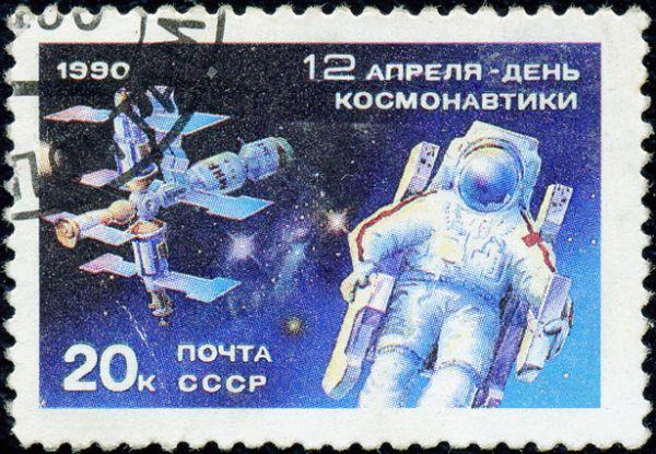 Над строительством станции работали 280 организаций под эгидой 20 министерств и ведомств. На фото: почтовая марка СССР 1990 года с изображением станции «Мир».