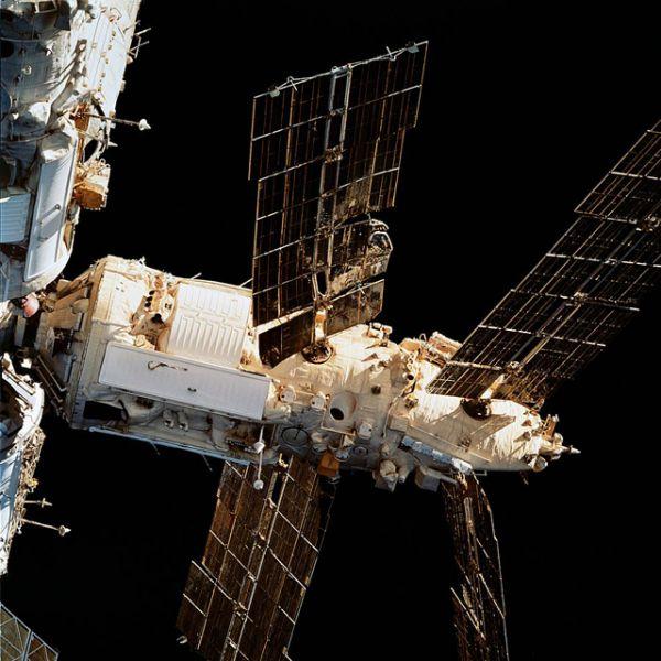 25 июня 1997 во время отработки новой системы сближения и стыковки грузовой корабль «Прогресс-М-34» столкнулся с модулем «Спектр». Результатом столкновения стала разгерметизация модуля, повреждение солнечных батарей, временное нарушение энергоснабжения станции, а также потеря ориентации.