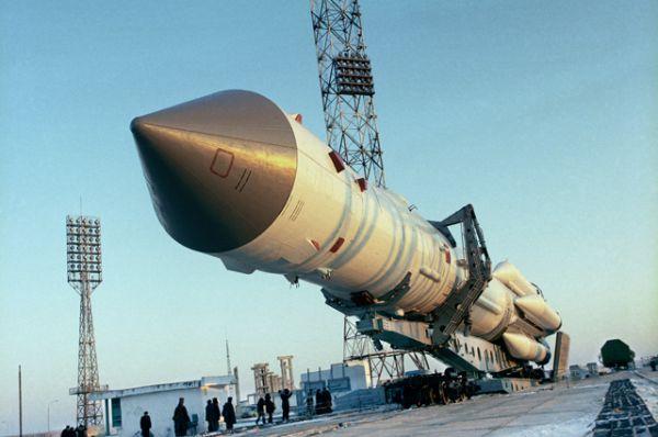 Орбитальная научная станция «Мир» на стартовой площадке космодрома Байконур, 20 февраля 1986 года.