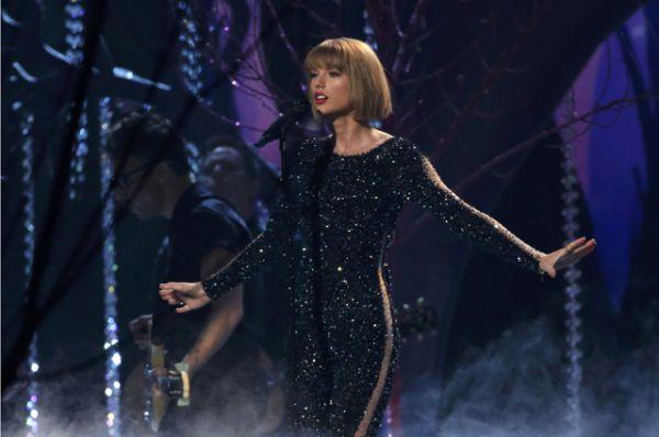 Церемонию открыла своим выступлением Тейлор Свифт.