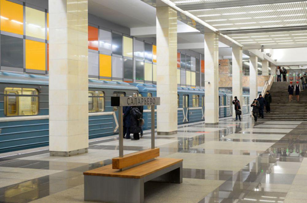 По оформлению станция похожа на соседнюю станцию «Румянцево», открывшуюся в январе.