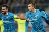 Игроки «Зенита» Мигел Данни, Артем Дзюба в матче группового этапа Лиги чемпионов с ФК «Гент».