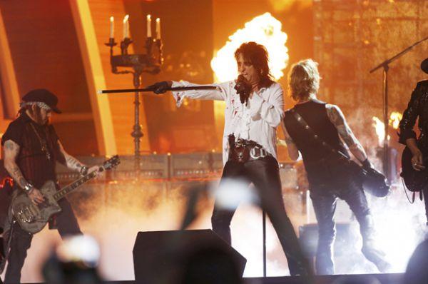 Hollywood Vampires на церемонии вручения премии «Грэмми». Музыканты исполнили гимн Motorhead «Ace Of Spades».