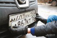 То, что изображено на фото, стоит владельцу авто 2500 рублей. А если поедет с фальшивым номером, лишится прав.