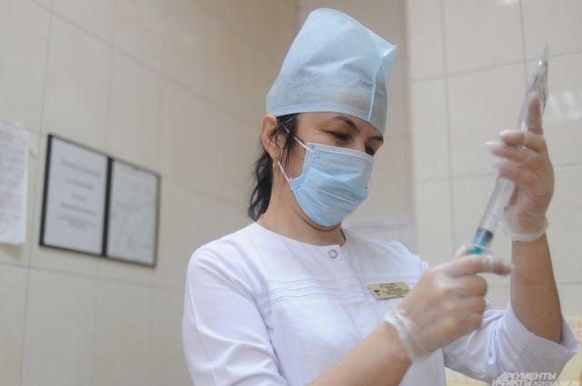 Отсутствие прививок назвали медики одной из главных причин эпидемии гриппа.